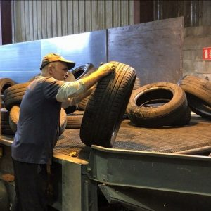 Recovery of used tyres, sorting and checking